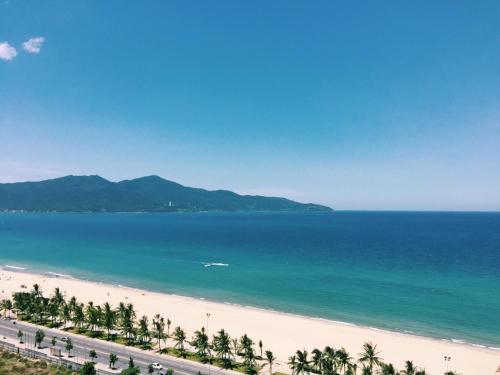 . Da Nang Daisy Apartment 1 Beach View
