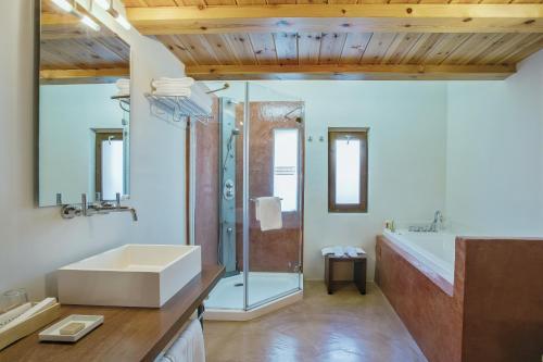 Junior Suite with Mountain View Posada de Uncastillo 4