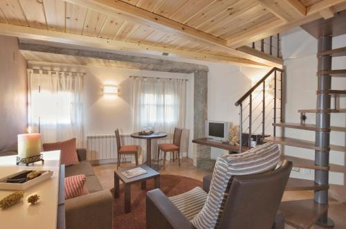 Junior Suite with Mountain View Posada de Uncastillo 2