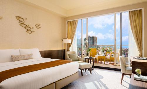 Deluxe Seaview King Room with Balcony