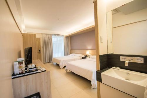 Premiere Twin Room with Free One-time Massage for 2