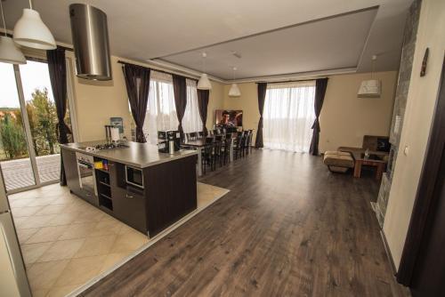 Vakarel Residence - Photo 5 of 52