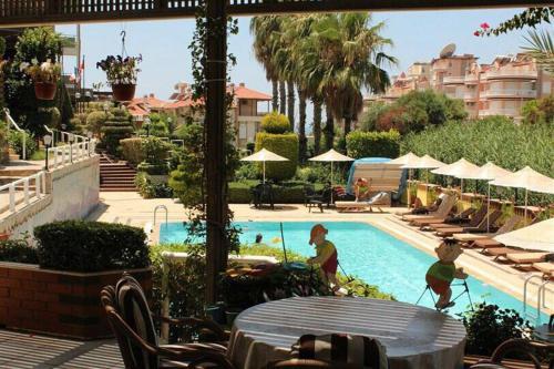 Mahmutlar Luxury Villa 4 floors big pool indirim