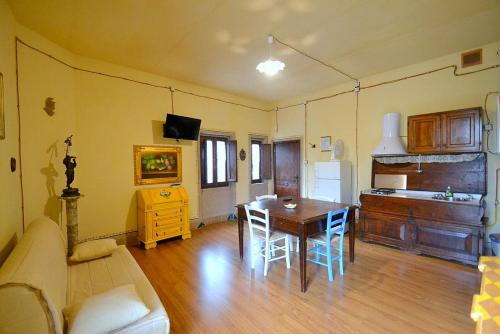 . Sansepolcro Apartment Sleeps 4 WiFi
