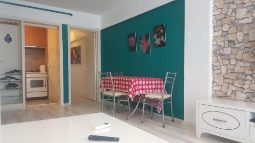 Izmir Kıbrıs Şehitleri Caddesi oztug apartmani odalar