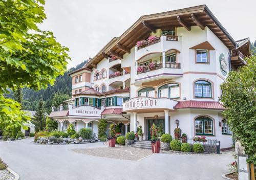 Familien- und Wellnesshotel Hanneshof - Hotel - Kleinarl