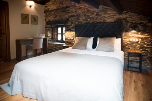 Deluxe Double Room (2 Adults + 1 Child) Complejo Rural Casona de Labrada 2