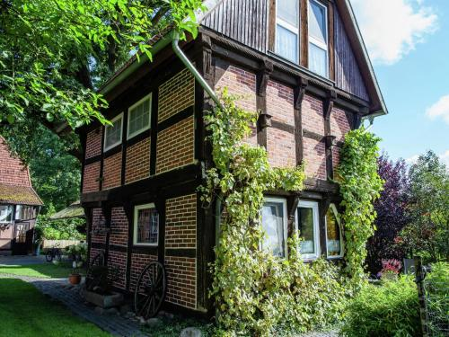 . Heritage Holiday Home In Wienhausen near River