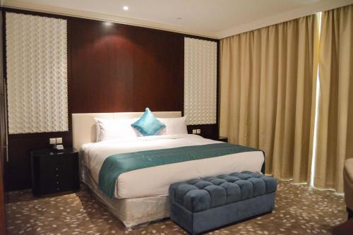 Grand Mercure Hotel room photos