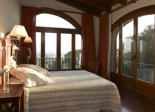 Classic Double Room with Pool View  Mas Ses Vinyes 3