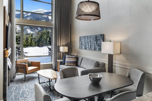 Penthouse Suite, 2 Queen, Sofa beds: 2, Mountain view