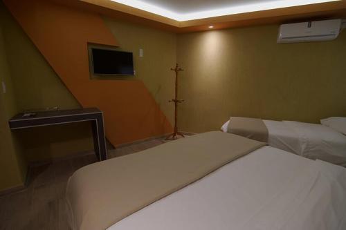 Фото отеля Sierras Hotel