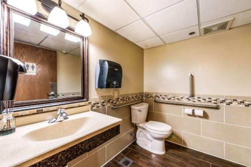 Econo Lodge Rochester - Rochester, MN 55904