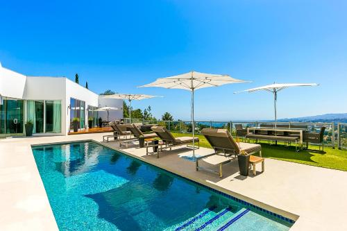 Modern 5 Bedroom With Best Views In Beverly Hills
