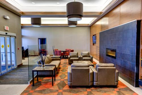 Radisson Hotel & Suites Fort McMurray - Fort McMurray, AB T9H4K7