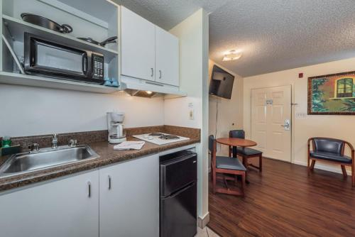 Upgraded Queen Non-Smoking, Kitchenette