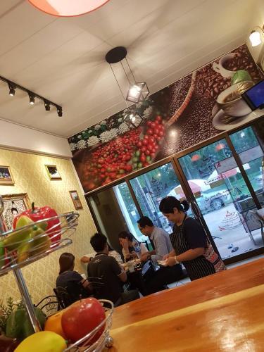 Amaretto & Caffe Hostel Surat Thani