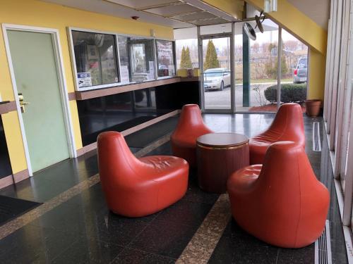 Honeyspot Motor Lodge - Stratford, CT 06615