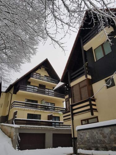 . Apartament Kalinderu K1 Bușteni