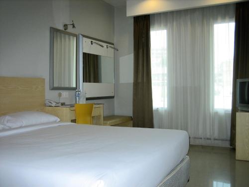Triniti Hotel Batam photo 7