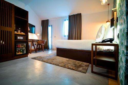 Superior Double or Twin Room Legado Alcazar 57