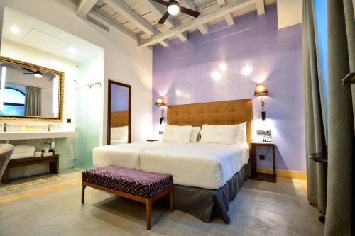 Standard Double or Twin Room Legado Alcazar 39