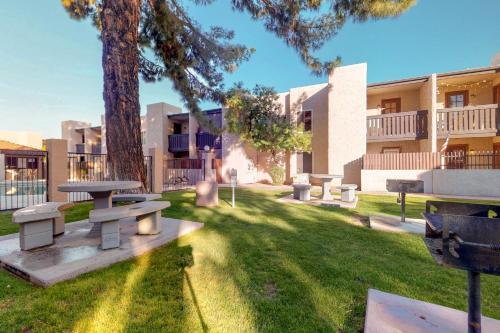 Hamptons Villa - Mesa