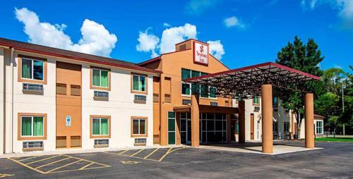 Seasons Inn Traverse City