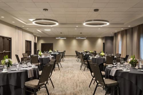 Embassy Suites by Hilton Atlanta Alpharetta - Hotel