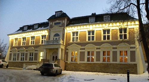 . Pałac Dąbrowa