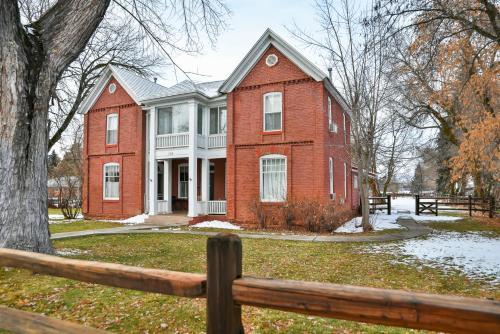 Valley House Inn - Accommodation - Huntsville
