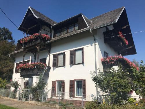 Ferienhaus Villa Nusswald, Pension in Krumpendorf am Wörthersee