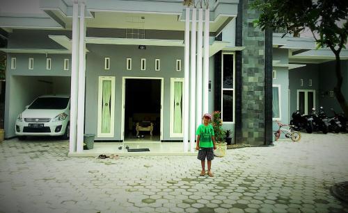 BU MARKATI GUEST HOUSE, Pasuruan
