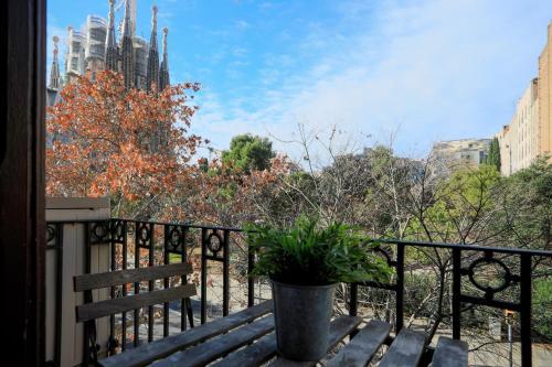 Bbarcelona Sagrada Familia Garden Apartment impression