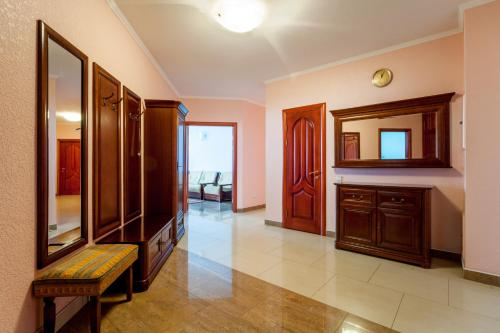 . Large luxury 4-room apartment with a sauna, near the metro Levoberezhnaya