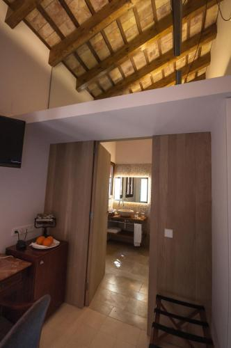 Double or Twin Room - single occupancy Mont-Sant 17