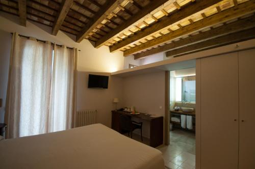 Double or Twin Room - single occupancy Mont-Sant 9