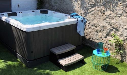 Waves End, St Ives, Hot Tub And Parking, St Ives, Cornwall
