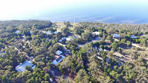 . Waterfront Retreat At Wattle Point