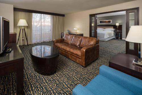 Executive Suite, 1 King, Balcony