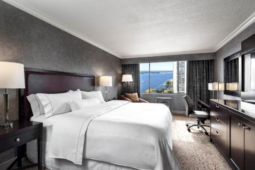 Guest room, 1 King, Lake view, South Tower