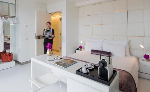 Privilege Double Room with Terrace - single occupancy The Mirror Barcelona 20