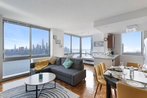 Home Away Apartments at Washington Blvd.