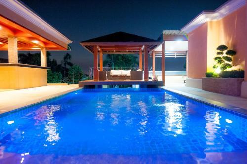Overlooking Pattaya City - Private Luxury Pool Overlooking Pattaya City - Private Luxury Pool