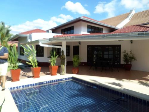 Siam Court 4 Bedroom Pool Villa by the Sea Ban Amphur