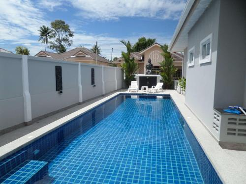 Siam Court Luxury 4 Bedroom Pool Villa Bang Sare