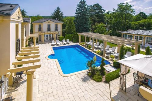 . Luxury-Villas