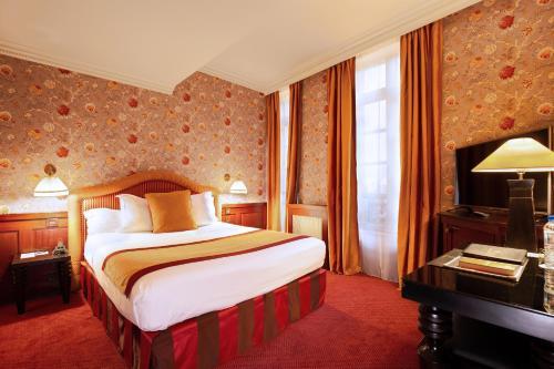 Hotel L'opéra, 1 Place du Capitole, 31000 Toulouse, France.