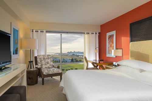 Guest room, 1 King, Bay view