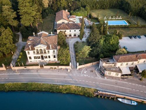 . Relais et Châteaux Hotel Villa Franceschi